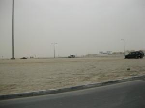 Samochód z urwanym kołem to codzienność - nie każdy Arab potrafi znaleźć pedał hamulca, gdy na drodze niespodziewanie pojawi się rondo :D